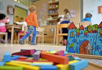 Eltern müssen bei der Kinderbetreuung tiefer in Tasche greifen