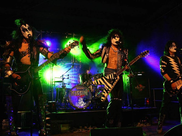 "Headliner am Samstagabend: Die Kiss-Coverband ""Kissin' Time"""