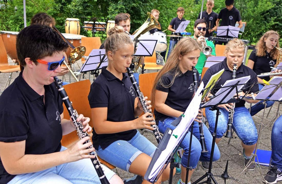 Mit Pop-Nummern und rockigen Stücken s...zert in Fahrnau mit tollem Sound ein.   | Foto: Roswitha Frey