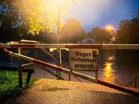 Fotos: Regen treibt Pegel hoch – Dämme halten