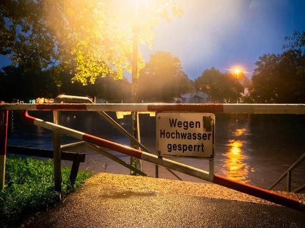 """""""Die Innerste hat in der Nacht am Pegel Heinde einen Rekord erreicht"""", sagte ein Sprecher der Stadt am Mittwoch. Beim Hochwasser 2007 stand das Wasser bei 675 Zentimeter, in der Nacht zum Mittwoch erreichte es die Marke von 694 Zentimeter. Eine unmittelbare Gefahr für die Menschen bestehe jedoch nicht."""