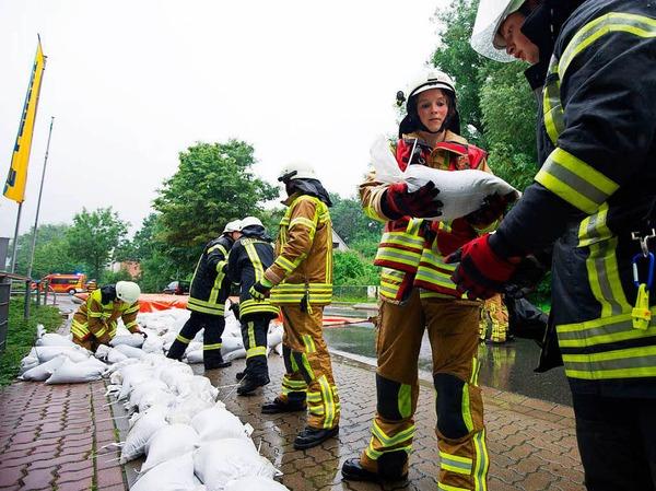 Die Feuerwehr habe alles im Griff - auch Dank Sandsäcken.