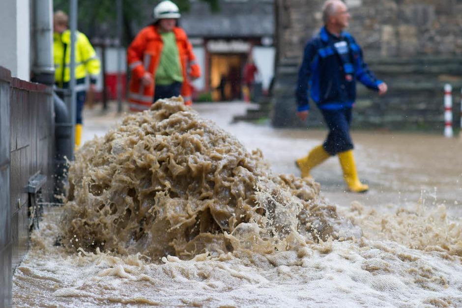 Der Deutsche Wetterdienst (DWD) warnte für den weiteren Tagesverlauf vor weiteren teils sehr ergiebigen Niederschlägen in der Mitte und im Osten. (Foto: dpa)