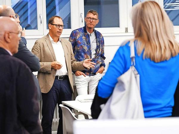 BZ-Chefredakteur Thomas Fricker begrüßt die Gäste