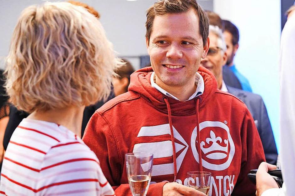 Apéro mit den Freiburger Wirtschaftsjunioren im BZ-Haus (Foto: Miroslav Dakov)