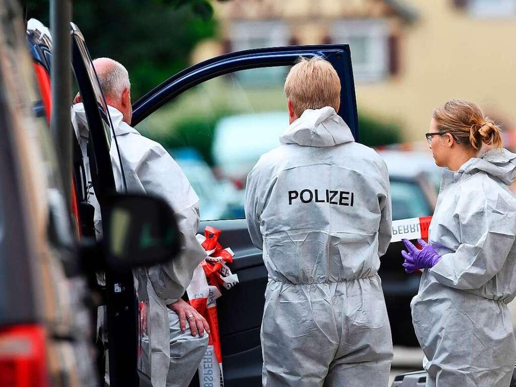 Mann ersticht Frau und vierjähriges Kind auf der Straße