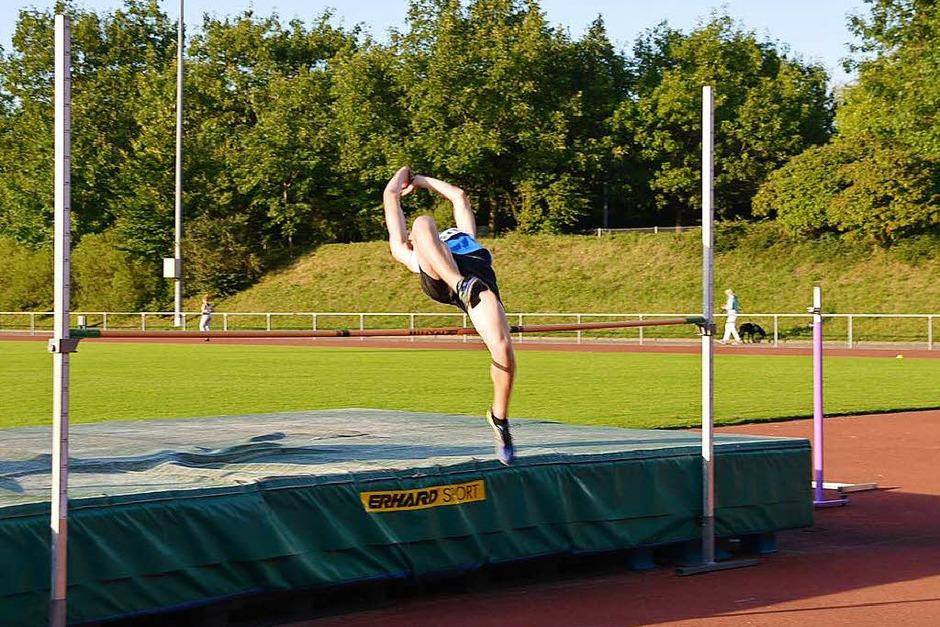 In verschiedenen Leichtathletik-Disziplinen maßen sich beim 29. Nachtmeeting Läufer, Hoch- und Weitspringer, Kugelstoßer und Speerwerfer. (Foto: Horatio Gollin)