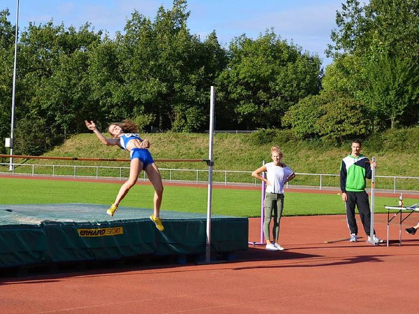 In verschiedenen Leichtathletik-Disziplinen maßen sich beim 29. Nachtmeeting Läufer, Hoch- und Weitspringer, Kugelstoßer und Speerwerfer.