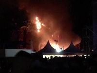 """Großbrand auf der Bühne: """"Tomorrowland"""" endet im Chaos"""