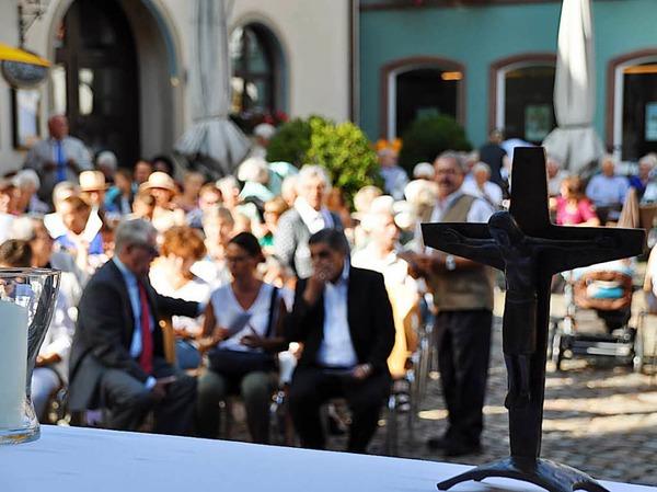 Zum ersten Mal gemeinsam: Katholiken und Protestanten feiern gemeinsam den Sonntags-Gottesdienst beim Annafest in Staufen mit anschließender Prozession durch die Stadt.