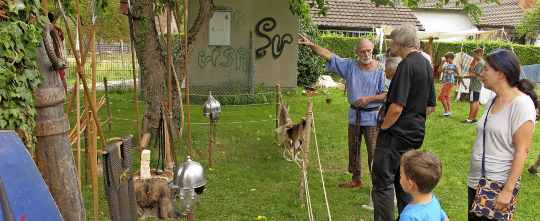 Die Keltengruppe Carnyx war beim Museu...nen sowie alte Techniken ausprobieren.  | Foto: Jutta Schütz