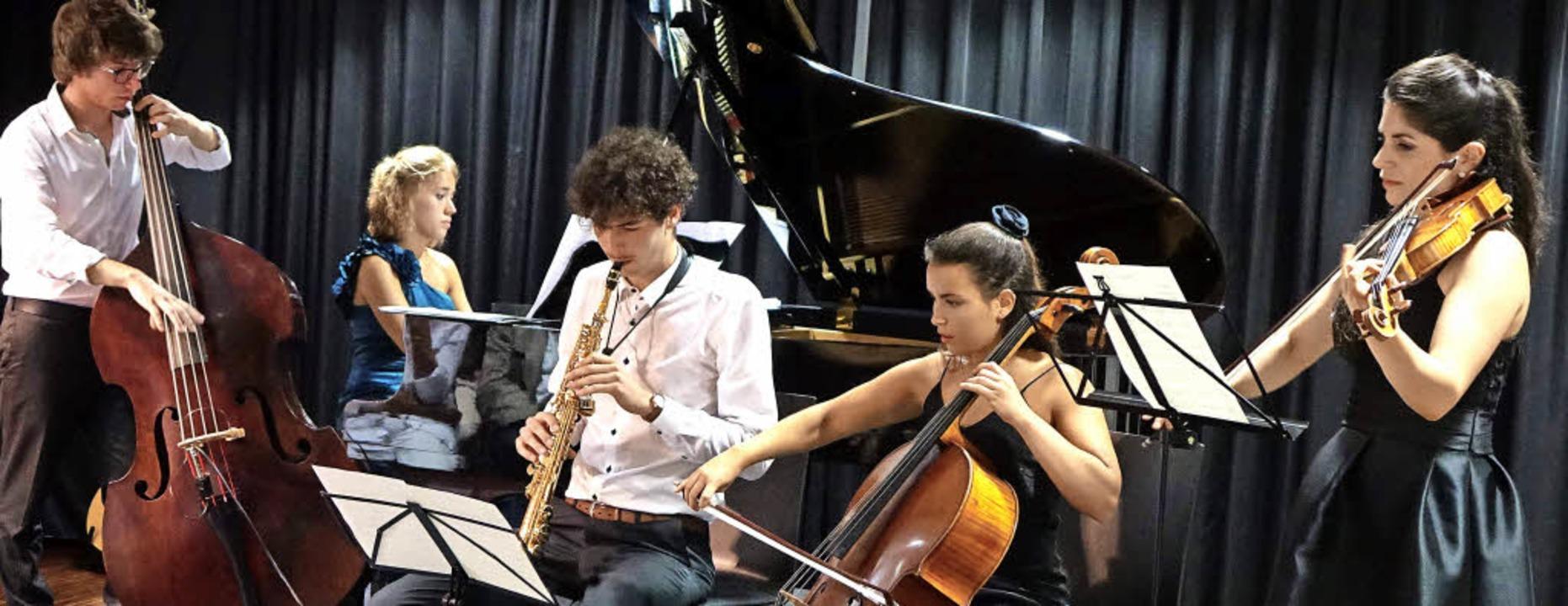 In den Zugaben nach dem Konzert &#8222...von links) in Tango- und Jazz-Klängen.  | Foto: Roswitha Frey