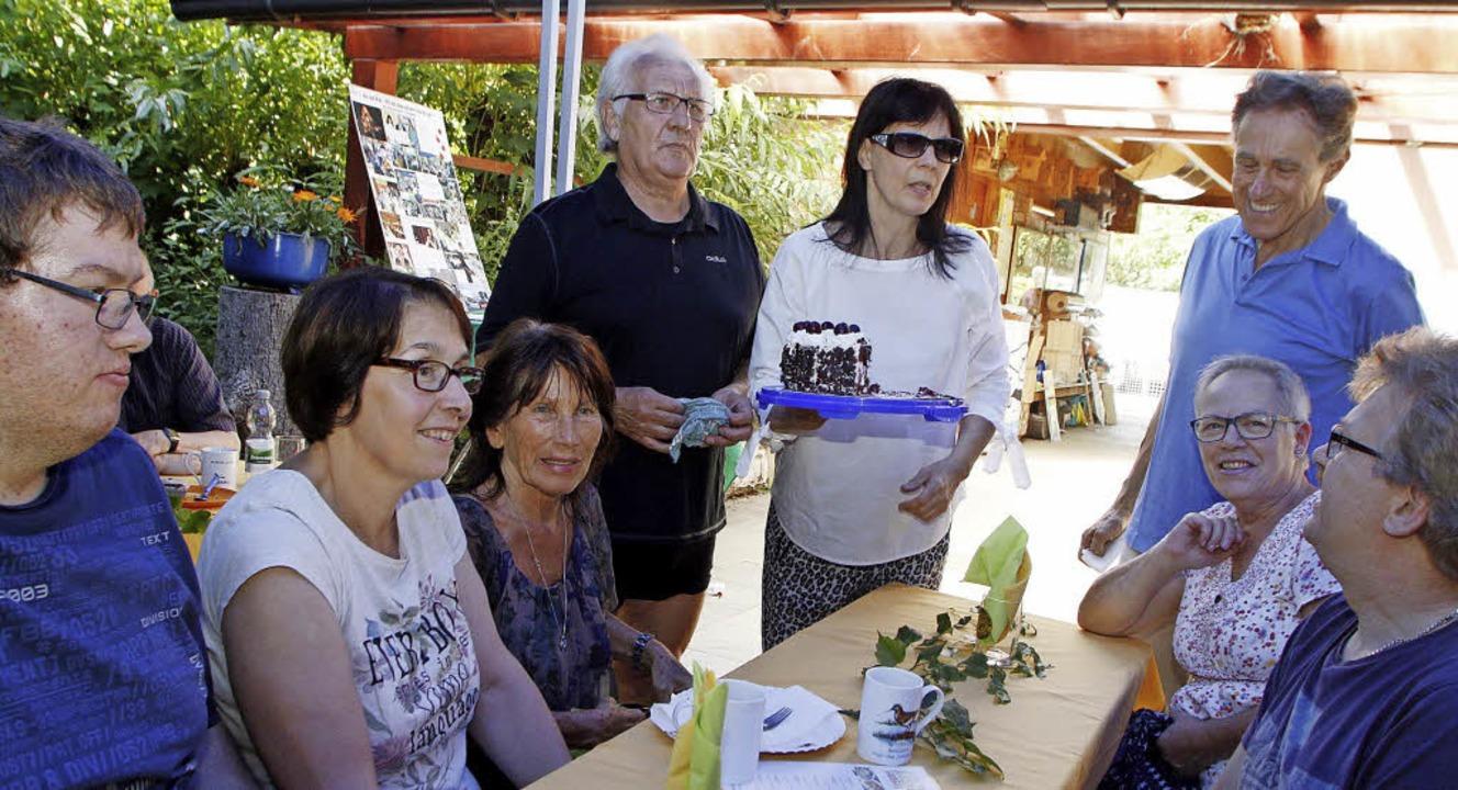 Die vegane Schwarzwälder Kirschtorte kam beim Nabu-Sommerfest gut an.   | Foto: Heidi Fössel