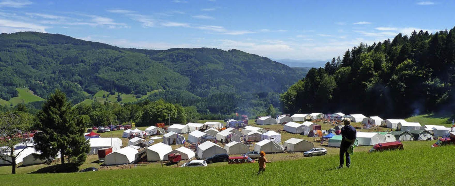 Das Zeltlager bei der Lindenhalle in Raich bot eine traumhafte Aussicht.   | Foto: Sonja Eiche