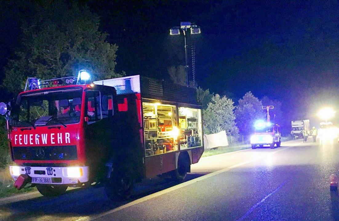 Die Neuenburger Feuerwehr sicherte die Unfallstelle.  | Foto: Feuerwehr Neuenburg am Rhein