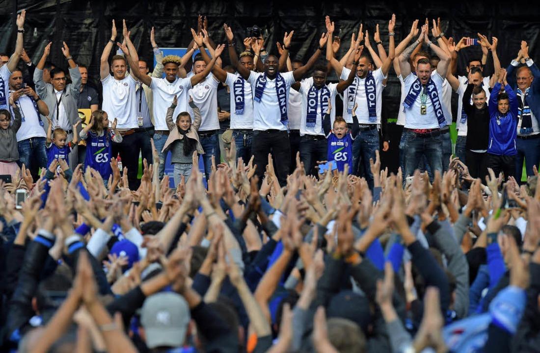 So wurde der Aufstieg in der vorigen Saison gefeiert   | Foto: AFP