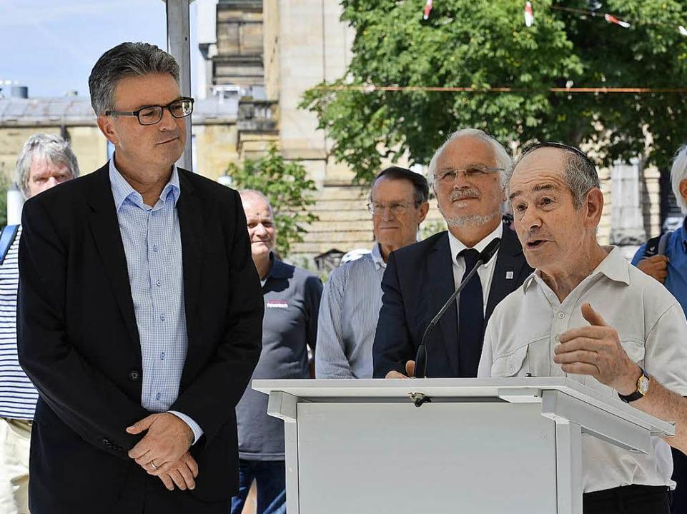 OB Dieter Salomon und Felix Rottberger...ige Verwalter des jüdischen Friedhofs.  | Foto: Thomas Kunz