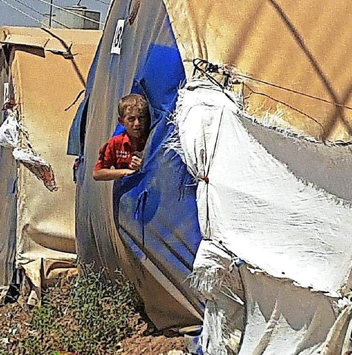In zwei Flüchtlingslagern nahe Mossul ...olungsorte für geflüchtete Kinder ein.  | Foto: Privat