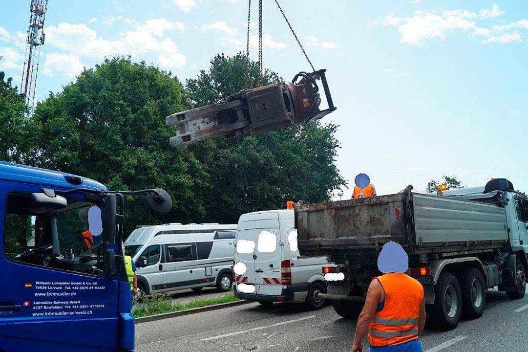 Lohmüller Lörrach lkw verliert in weil 4 tonnen schweren betonbeißer weil am rhein