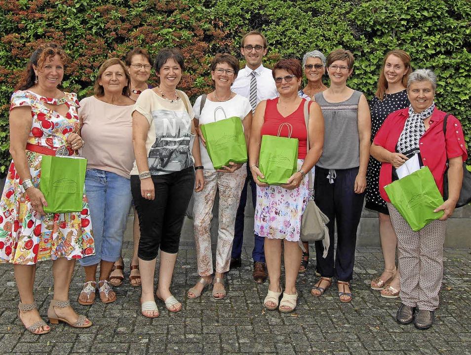 Einige der Siegerinnen  beim Wettberwe... Jury und Bürgermeister Benjamin Bohn.  | Foto: Herbert Trogus