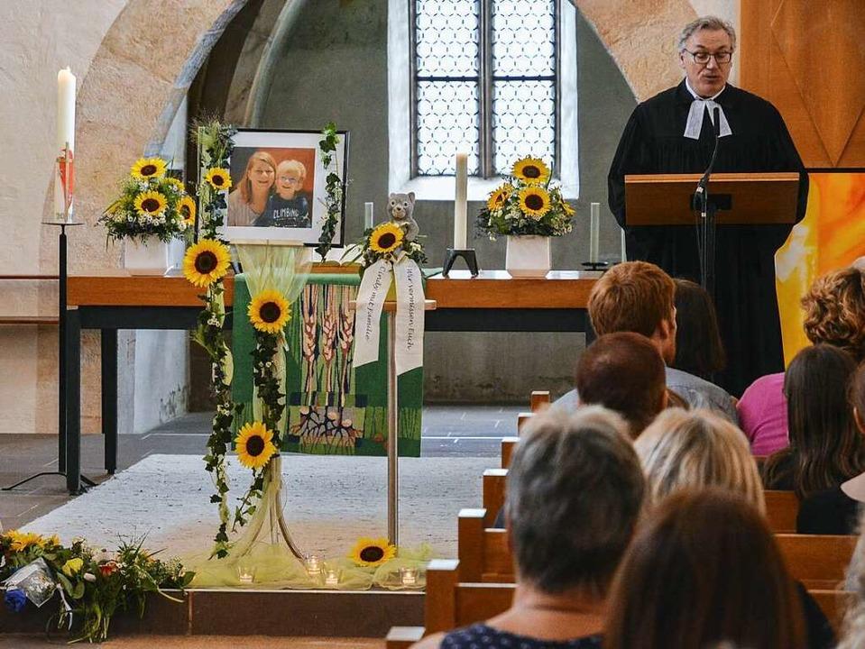 Pfarrer  Andreas Ströble beim Totengedenken    | Foto: Benedikt Sommer