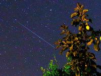 Wie können Sternschnuppen am Himmel auch nach oben fliegen?
