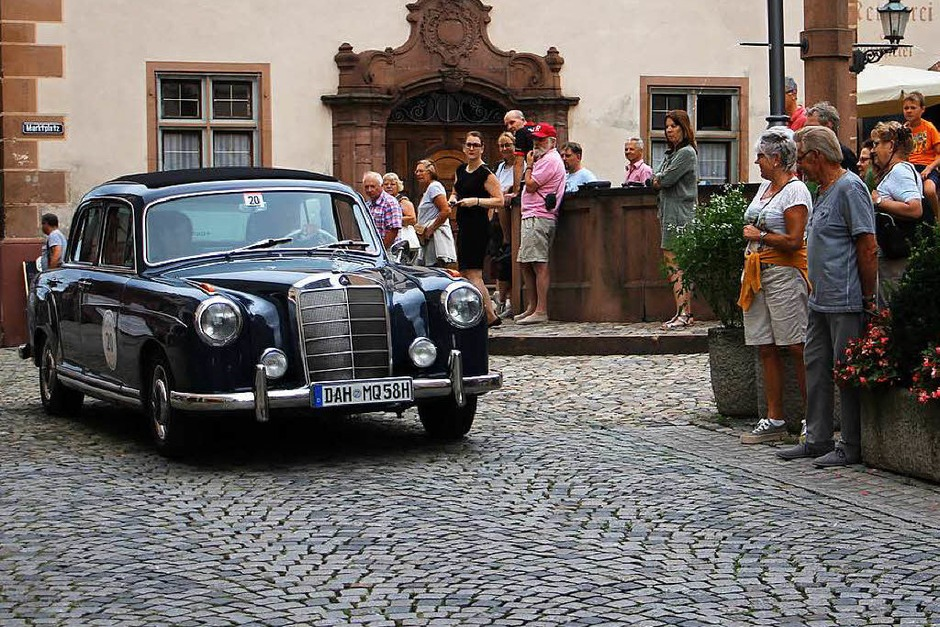 Schauinsland Klassik in Endingen: Ein Mercedes-Benz 220 S, Baujahr 1958. (Foto: Martin Wendel)