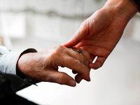 Das Geschäft mit der Pflege: Wie Hilfskräfte aus Osteuropa nach Deutschland vermittelt werden