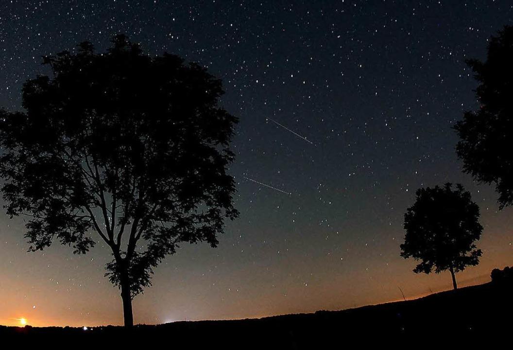 Das Maximum des Sternschnuppenstromes ...t vom 12. auf den 13. August erwartet.  | Foto: dpa