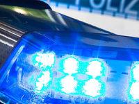 Mercedesfahrer verursacht Unfall und flieht
