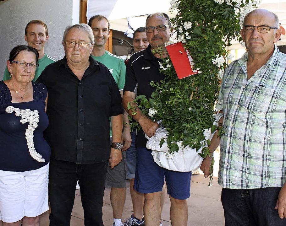 Verabschiedung von den Sportheimwirten...r und Vorstand Sport Lothar Dannecker.  | Foto: Renate Dannecker