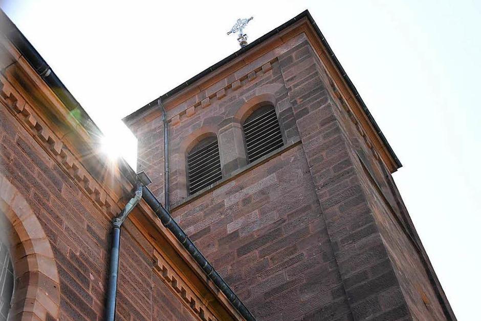 Die katholische Josefskirche wurde erst vor etwas mehr als 100 Jahren errichtet. Das Besondere: Sie wurde zuvor in Emmendingen abgebaut und Stein für Stein nach Denzlingen versetzt. (Foto: Max Schuler)