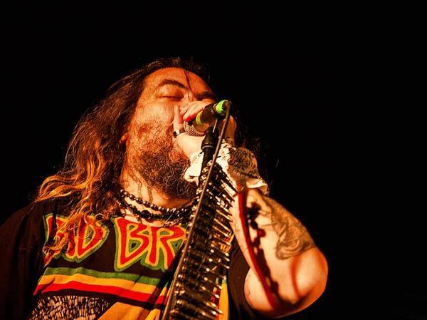 Mit ihrer gemeinsamen Band Sepultura schrieben Max Cavalera und Iggor Cavalera in den Neunzigern Heavy Metal-Geschichte. Am Mittwoch spielten sie im Jazzhaus.