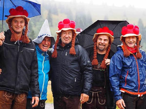 Beim Laurentiusfest regnete es den ganzen Tag - doch die Hartgesottenen ließen sich nicht vom schlechten Wetter abhalten und feierten auf den Hütten rund um den Feldberg. Wichtigste Accessoires waren Schirm, Regenjacke und wasserfeste Schuhe.