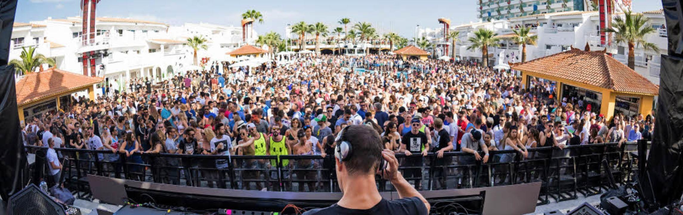 Nicht jedermanns Sache: Party in einem der vielen Clubs auf  Ibiza.   | Foto: dpa (3)