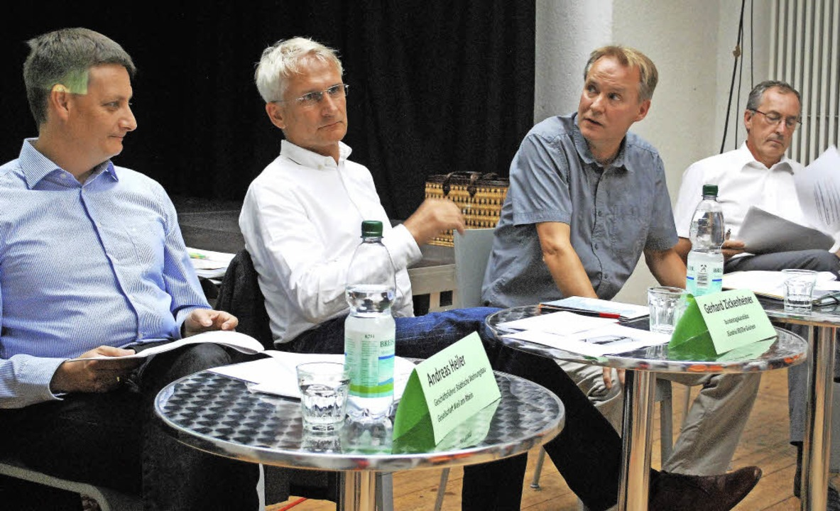 Andreas Heiler, Gerhard Zickenheiner, ...stoph Huber (von links) diskutierten.   | Foto: Mink