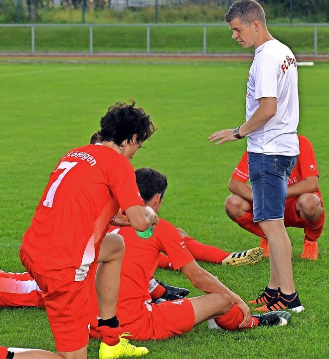 Die Löffinger Mannschaft von Trainer T...n Personalmangel fast von allein auf.   | Foto: Wolfgang scheu