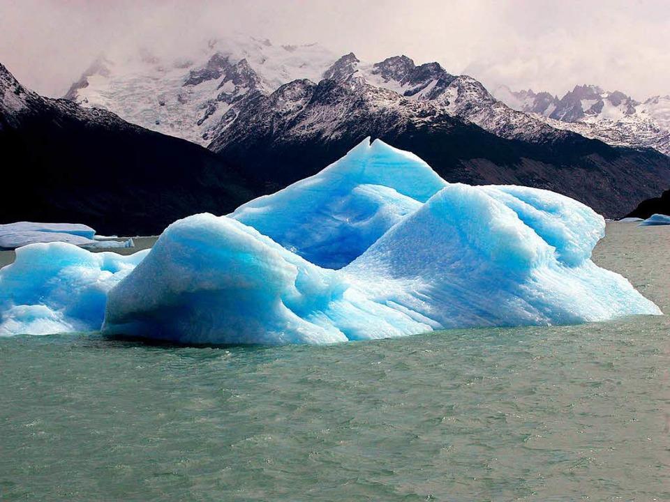 Das Klima wird wärmer: Ein großer Eisb... vor Patagonien im Süden Argentiniens.  | Foto: dpa