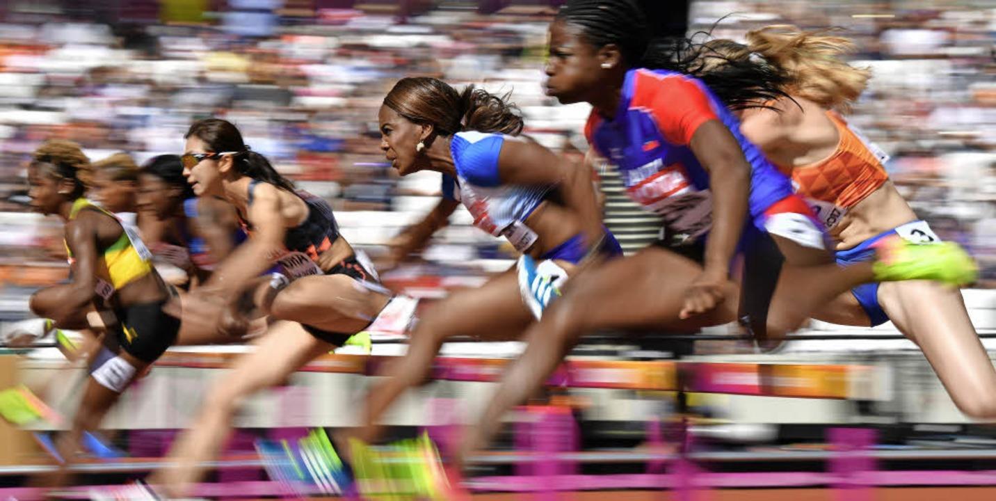 So richtig Fahrt nimmt die WM  in Lond...r Läuferinnen über 100 Meter Hürden).   | Foto: AFP (2)/dpa (2)