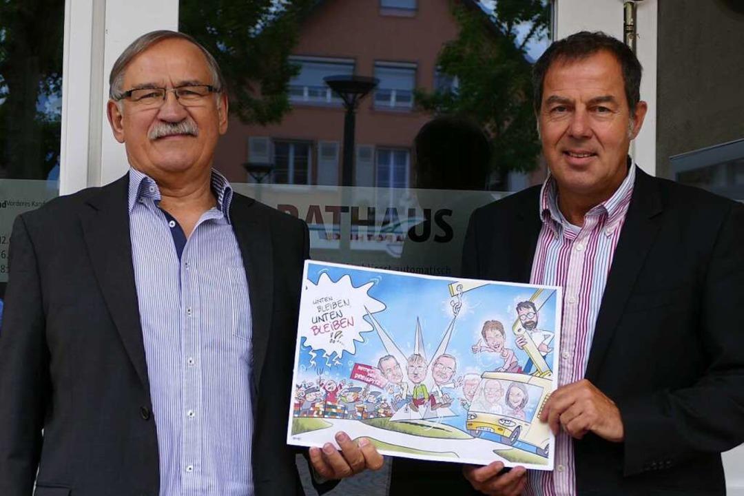 Ulrich May und Andreas Schneucker  (vo...ks) wollen, dass der Dreispitz bleibt.    Foto: Markus Maier