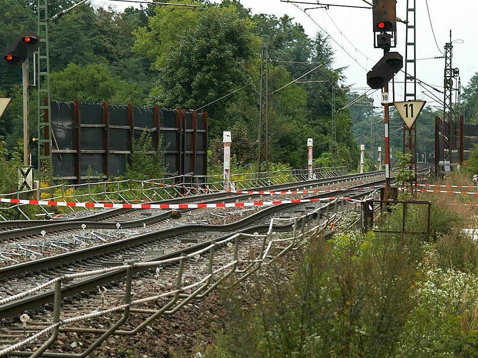 Unter den Gleisen finden Tunnelarbeiten für die Rheintalstrecke statt.  | Foto: Oliver C. Krieg