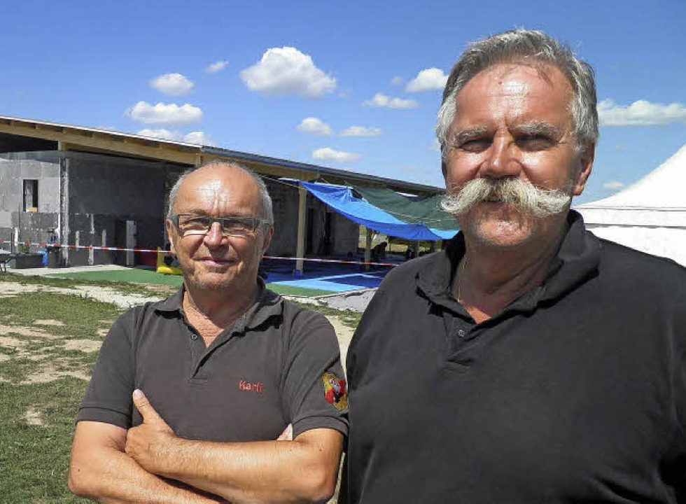Karlheinz Debacher (li) und Helmut Lang-Dahlke Fallschirmspringer  | Foto: Heinz Siebold