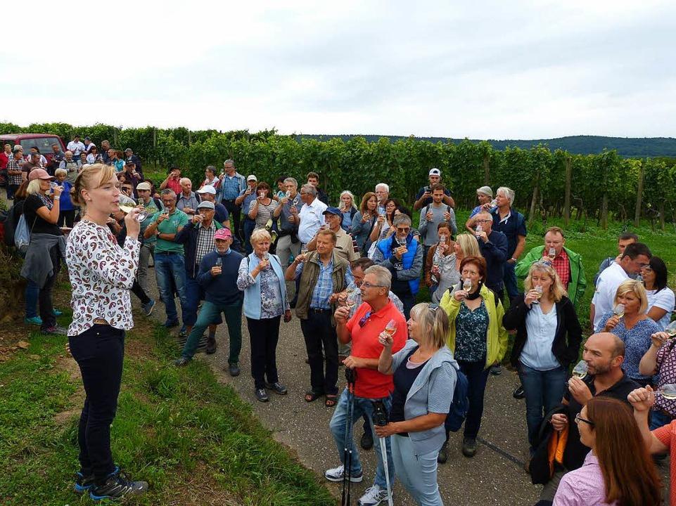 Der ehemaligen Badischen Weinkönigin m...e verschiedenen Weinsorten zu erklären  | Foto: Aribert Rüssel