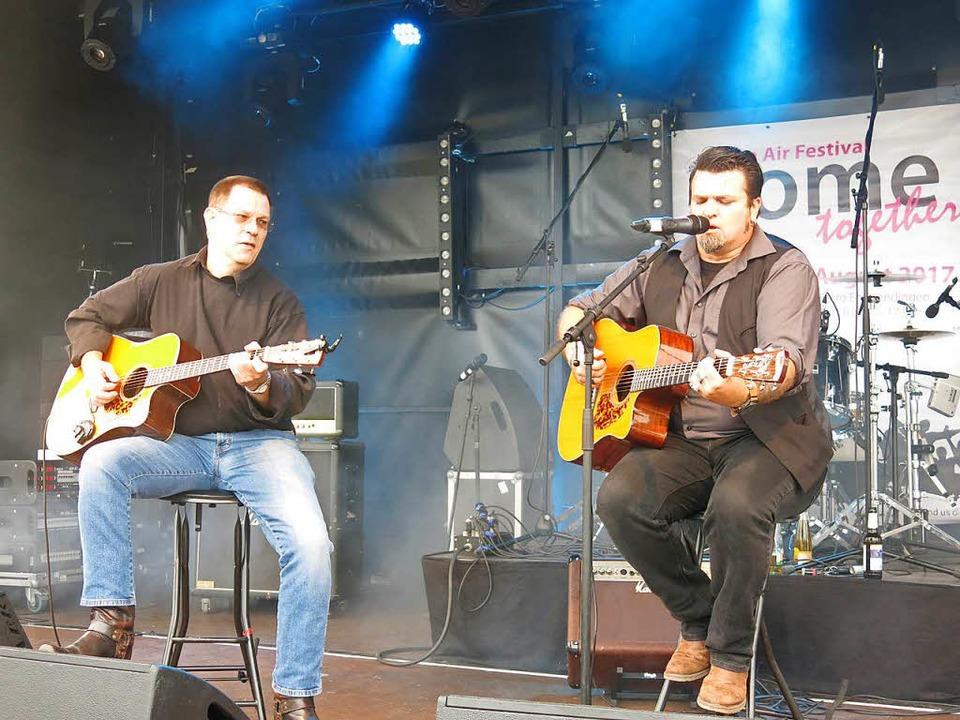 Manuel Torres Duo mit Andy Wolk und Sänger Manuel Torres  | Foto: Georg Voß