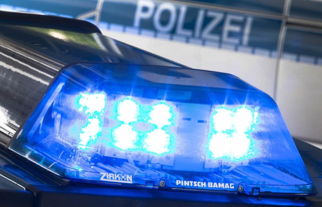 Die Polizei war am Samstagabend in der Innenstadt im Einsatz.  | Foto: dpa