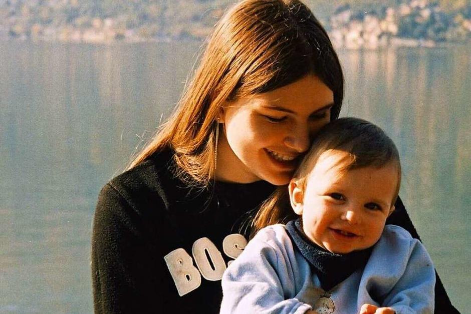 Portrait: Carmen Oertlin aus Wyhlen hat ihre Tochter und ihren Sohn auf der Fahrt von Mailand nach Hause vor dem Comer See mit einer Olympus fotografiert. Für sie ist es ein sehr emotionales Bild. (Foto: Carmen Oertlin)