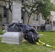 Konföderierten-Denkmal gestürzt