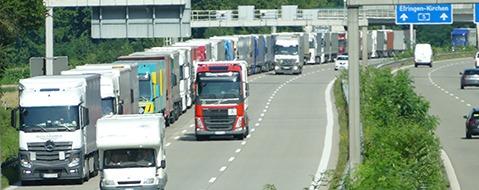 Nach Bahnpanne stauen sich auf der A5 jetzt die Laster