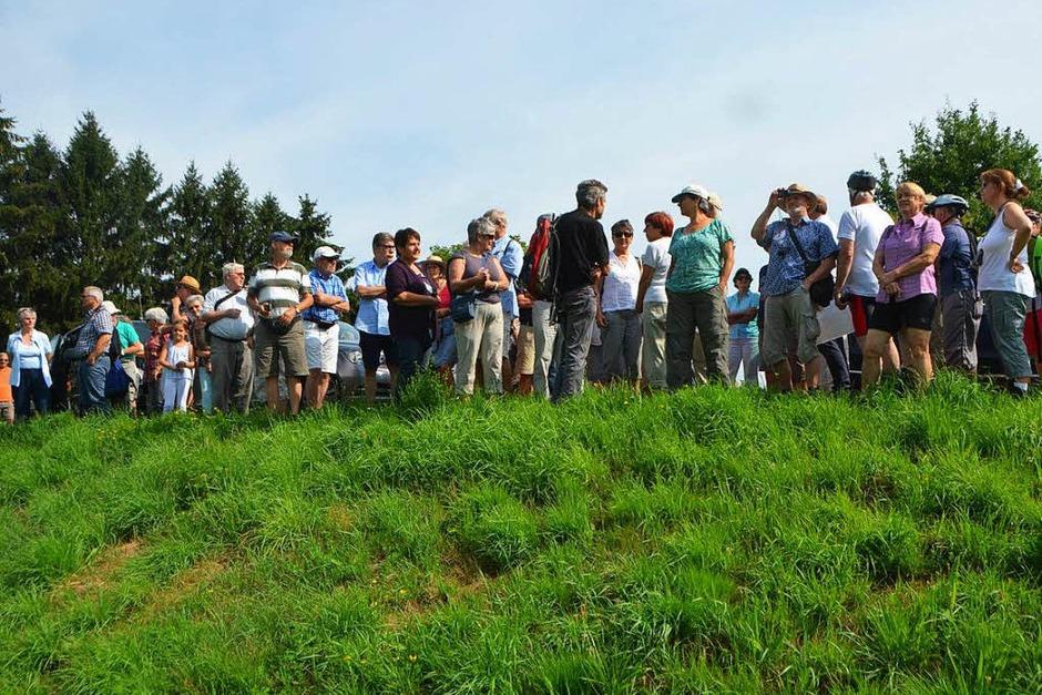 Interessiert und fasziniert: Rund 80 BZ-Leserinnen und Leser nahmen an der dreistündigen Exkursion an die renaturierte Elz teil. (Foto: Gerhard Walser)