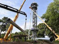 Fotos: Aufstellen der Stahlstützen am Schlossbergturm in Freiburg
